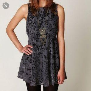 🍬Free People floral velvet Gray mini Dress size 4